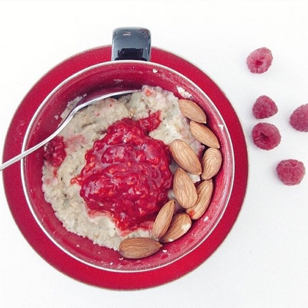 Porridge with raspberries and almonds