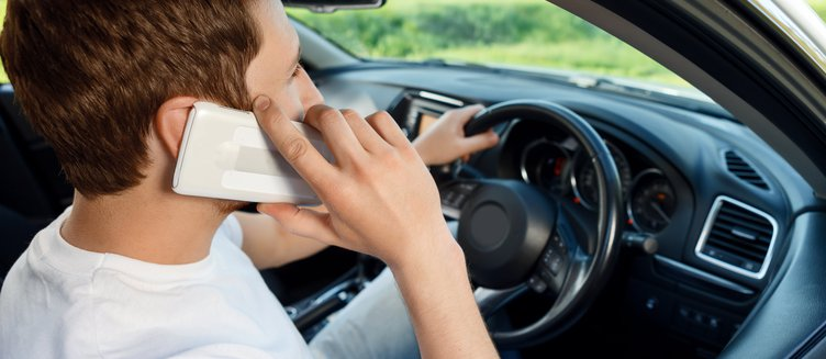 Mobile phones: Immobilising safe driving